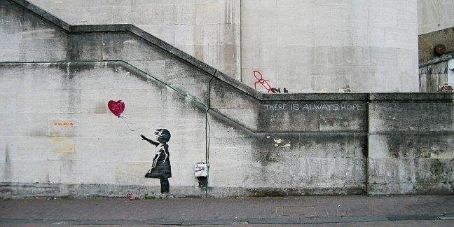 800px-banksy_girl_and_heart_balloon_(2840632113)1966578969.jpg