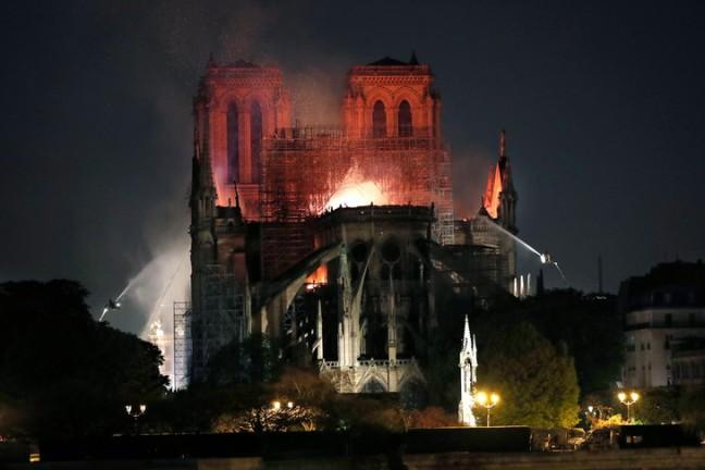 Incendie-cathedrale-Notre-Dame-Paris-15-avril-